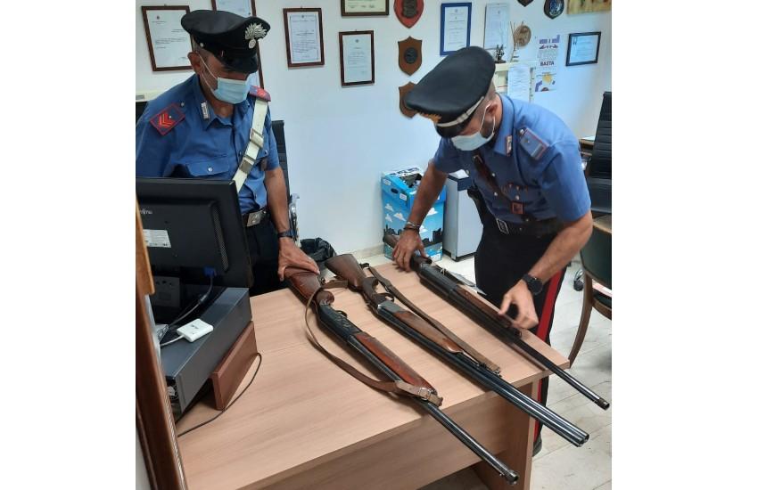 Sezze, conserva in casa i fucili da caccia del marito defunto: denunciata