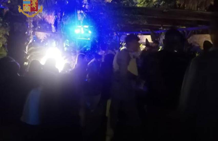 Assembramenti nei locali. A ballare senza mascherina e distanziamento, chiuse due discoteche nel Salento