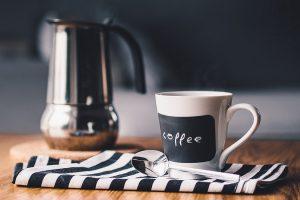 Bovolone (Verona), rimprovero della madre per aver versato il caffè: la accoltella più volte