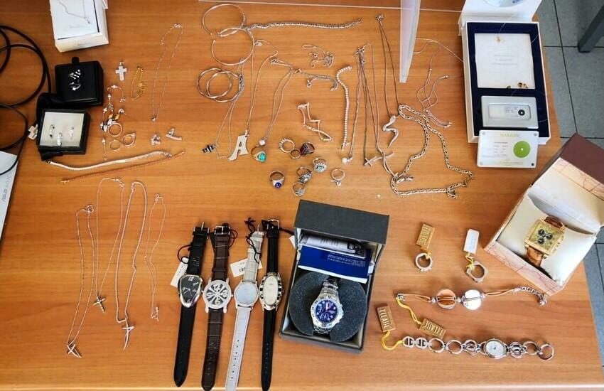Formia, denunciato titolare di una gioielleria per attività abusiva e ricettazione, sequestrati locali e gioielli