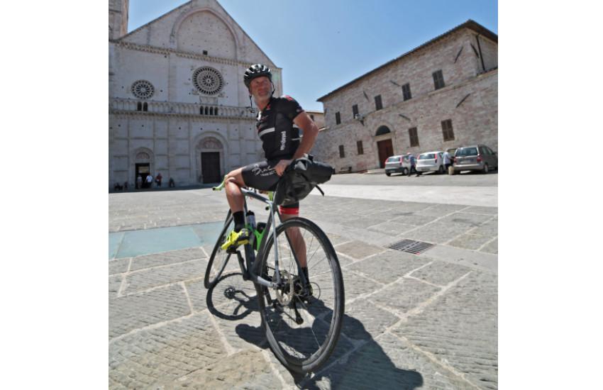 L'ambasciatore dell'Admo  in bici nel Veneto per promuovere il dono del midollo osseo