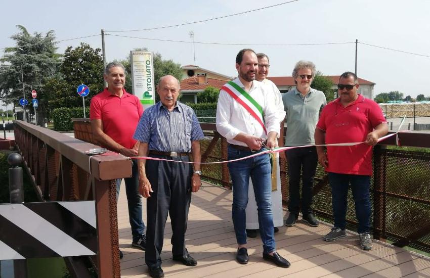 Mogliano Veneto, inaugurato il ponte ciclo pedonale sul fiume Zero in via Cavalleggeri