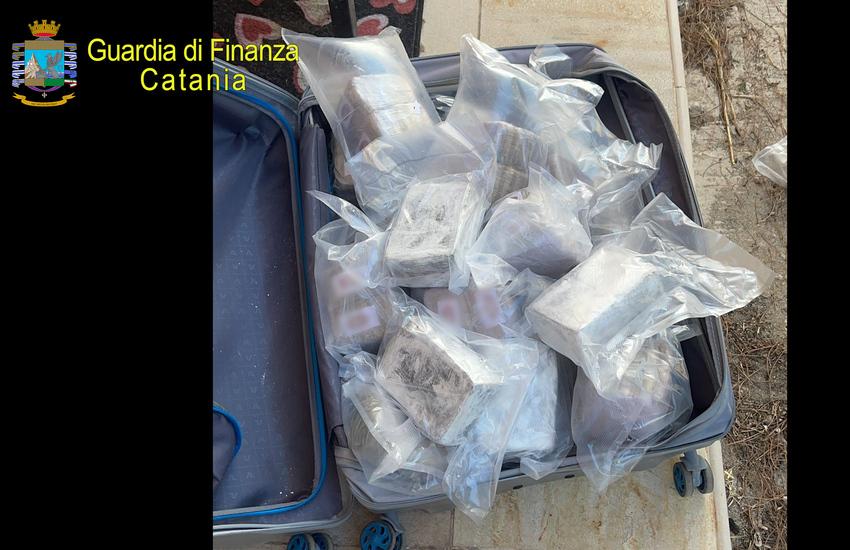 Sequestrati 67 kg tra cocaina e hashish, arrestati in tre