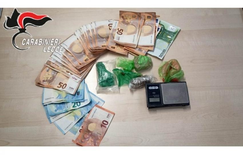 Oltre 70 grammi di droga in casa, arrestato per spaccio 42enne