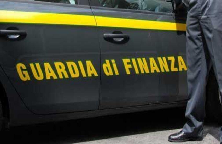 Reggio Calabria, giovane tenente delle fiamme gialle si suicida in caserma