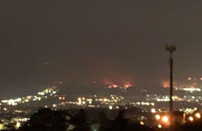 Incendi, (ore 21,19) aggiornamenti dei Vigili del Fuoco: evacuazioni nei villaggi della Plaia e Vaccarizzo