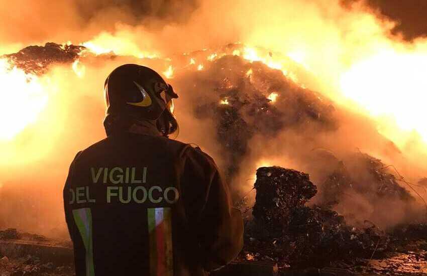 Incendio impianto rifiuti Caltagirone, Baglieri: «A lavoro per accelerare riapertura»