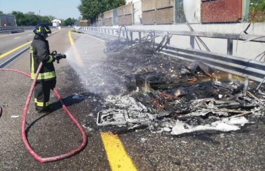 A21, brucia un camper tra Asti est e Felizzano: rallentamenti