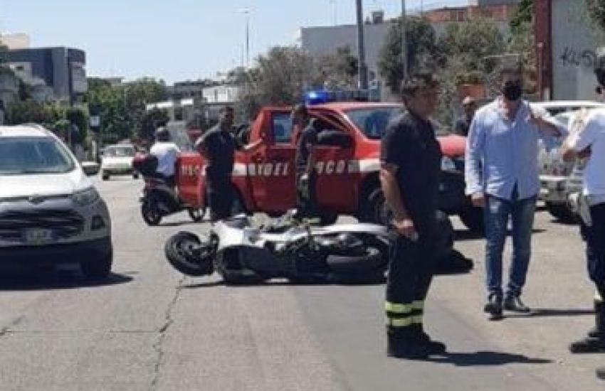 Incidente a Lecce. Schianto tra auto e scooter, 40enne con codice rosso in ospedale