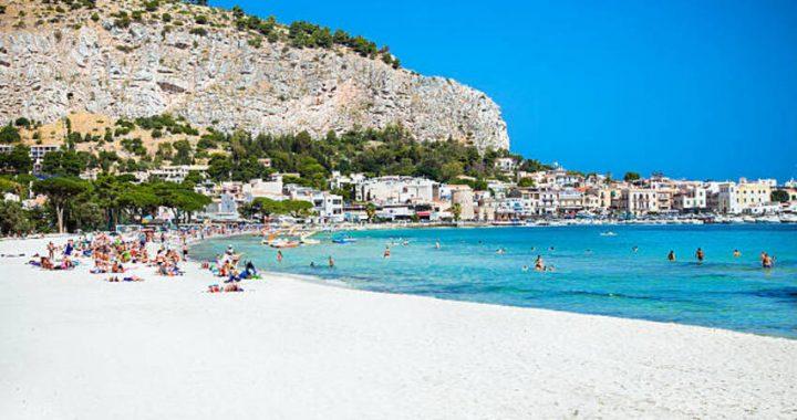 """Sabato 28 Agosto vaccini """"in spiaggia"""" a Mondello – info e orari"""