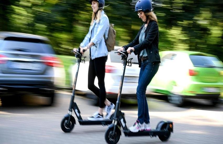 Scoglitti: isola pedonale vietata a biciclette, monopattini e skateboardes nelle ore serali