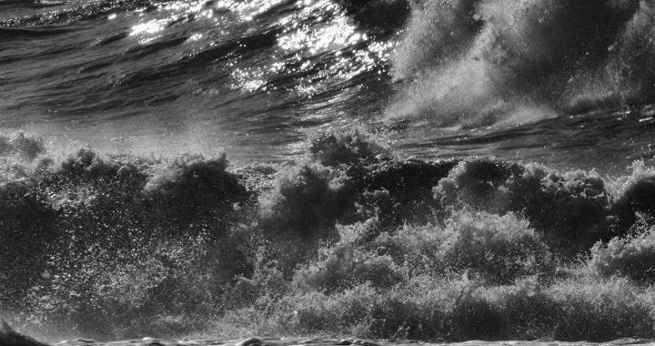 Doppio codice giallo in Toscana: vento e mareggiate