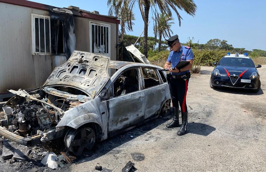 Sabaudia, lo aggrediscono per rubargli l'auto: lui si ribella e loro gliela bruciano…