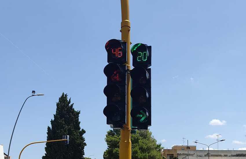 Semafori contasecondi, al via l'installazione su quattro incroci a Lecce