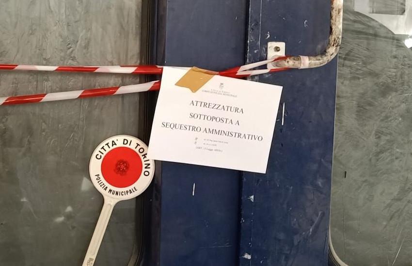 Torino, officina irregolare in Strada Settimo: sequestro macchinari e multa da 5.200 euro (FOTO)