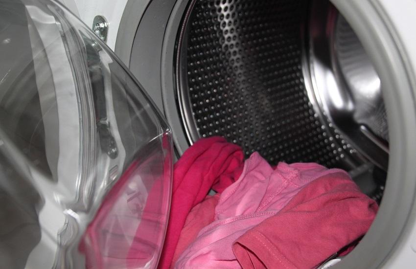 """Whirlpool, procedura di licenziamento collettivo: """"forte calo della domanda delle lavatrici prodotte a Napoli"""""""