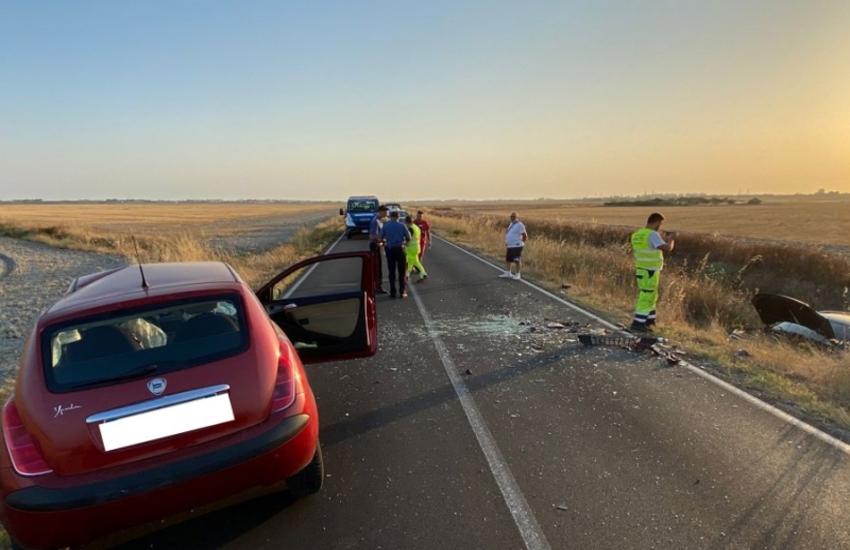Taranto: Schianto frontale tra due auto, muore 47enne