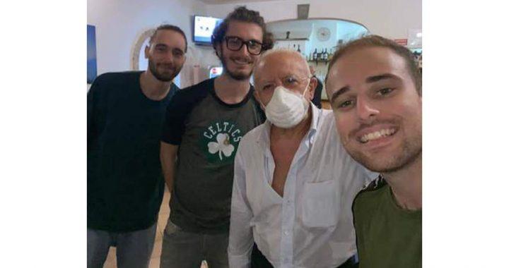 """""""Forza Lupi"""": il selfie di 3 studenti col presidente De Luca"""