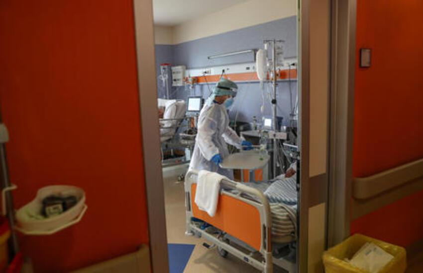 Covid: infermiera grave a Ragusa. Non era vaccinata e lo aveva tenuto nascosto