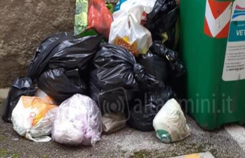 Milazzo e le foto-trappole: individuati 60 trasgressori per mancata differenziazione dei rifiuti e abbandono selvaggio