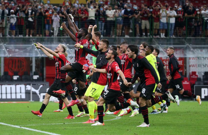 Milan: Cagliari travolto con un super Giroud (Video)