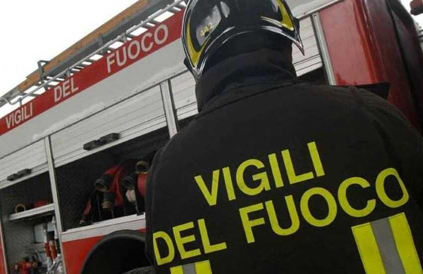 Milano: A fuoco una palazzina, 8 intossicati e 200 evacuati