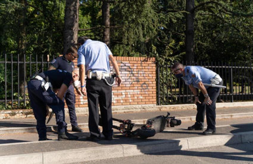 Morte 13nne su monopattino, sindaco ordina uso casco a Sesto San Giovanni