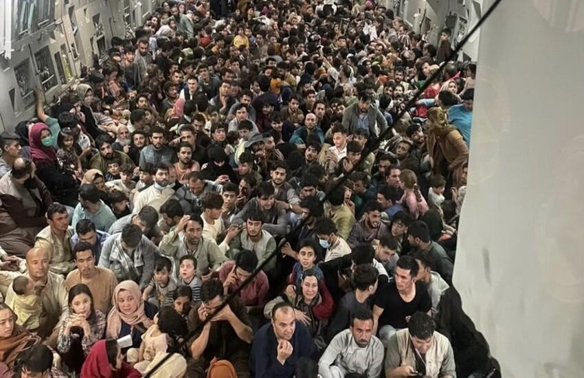 Arrivati a Milano i primi profughi dall'Afghanistan