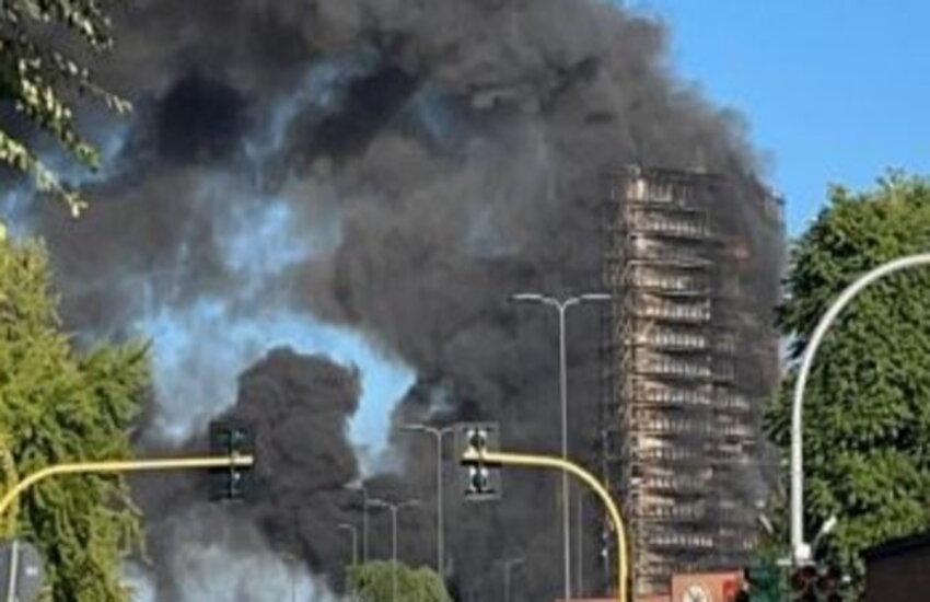Milano: Incendio di vaste proporzioni distrugge palazzo di 15 piani