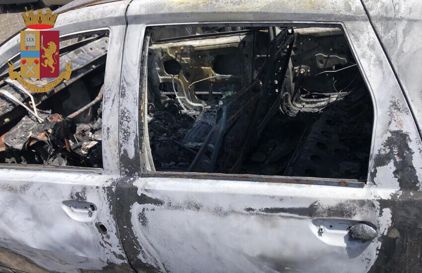 """Adrano, incendia la propria autovettura per """"nervosismo"""" e rischia di causare un disastro, denunciato"""