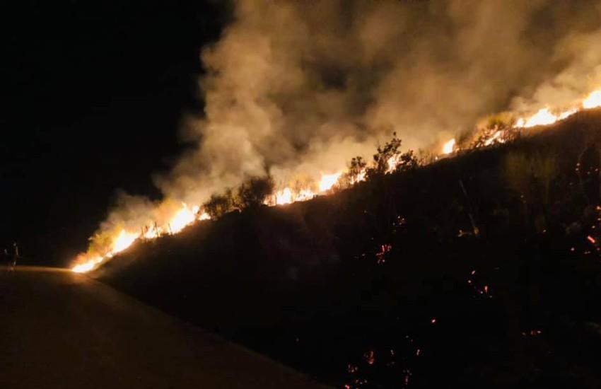 Incendio nel Savonese, in azione tre mezzi aerei per spegnere le fiamme
