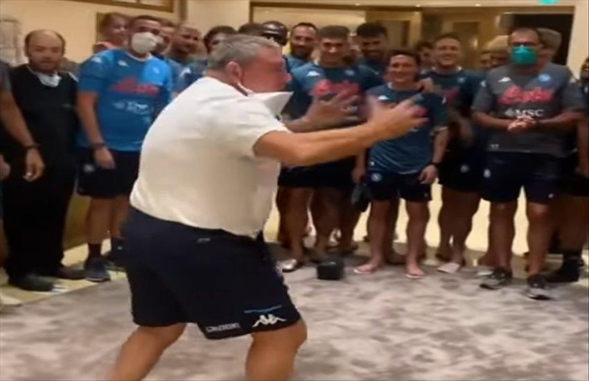 """Starace show, l'urlo di battaglia per caricare la squadra: """"Noi siamo il Napoli!"""" (VIDEO)"""