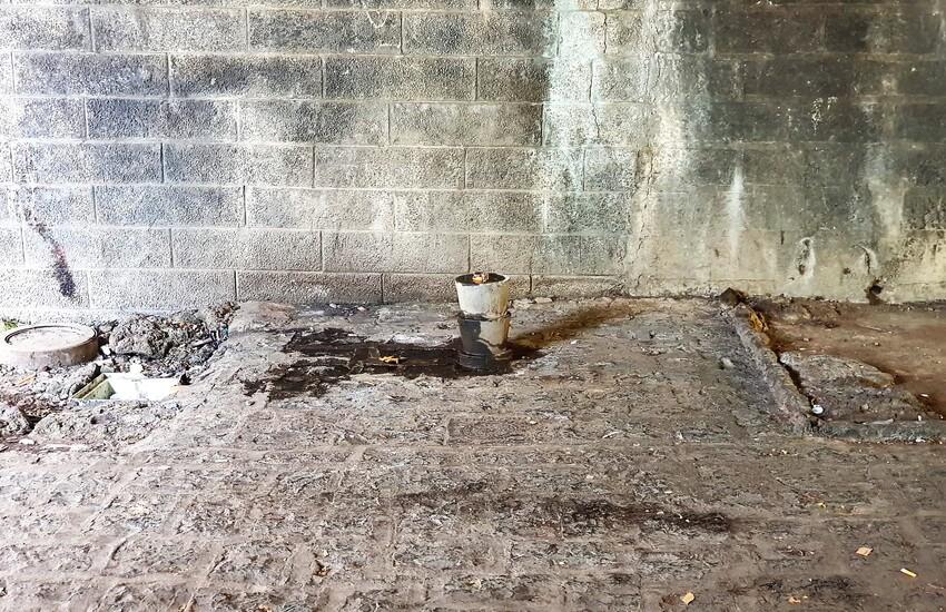 Villa Pacini vandalizzata: strappata via l'ultima fontanella in pietra lavica