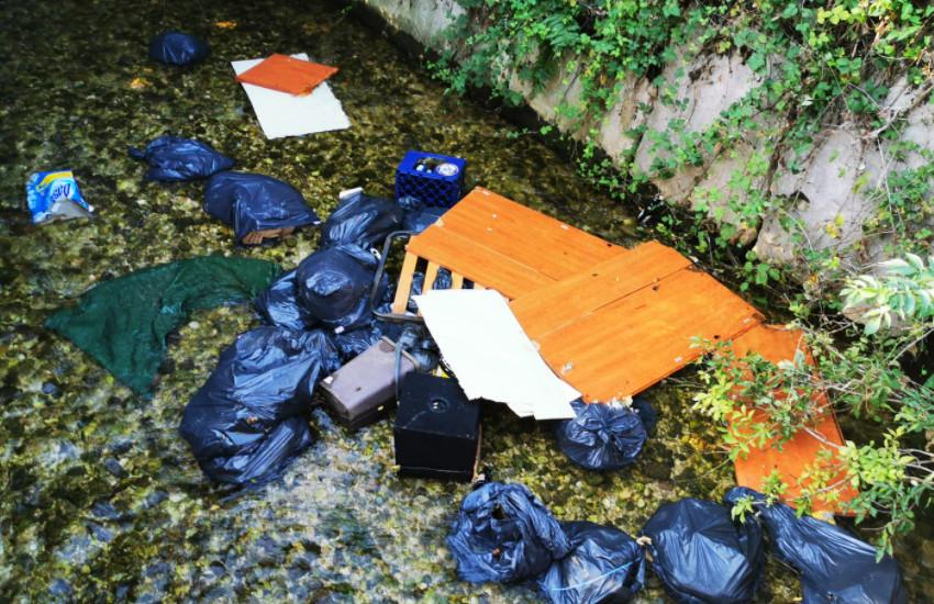 Bacino Priula e Comune di Loria contro gli abbandoni: beccato un ecovandalo