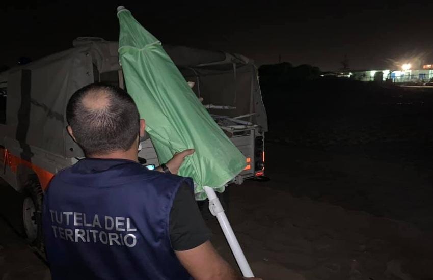 """Operazione """"Spiagge libere"""": sequestro per 43 ombrelloni e 8 sedie tra Casuzze e Caucana"""