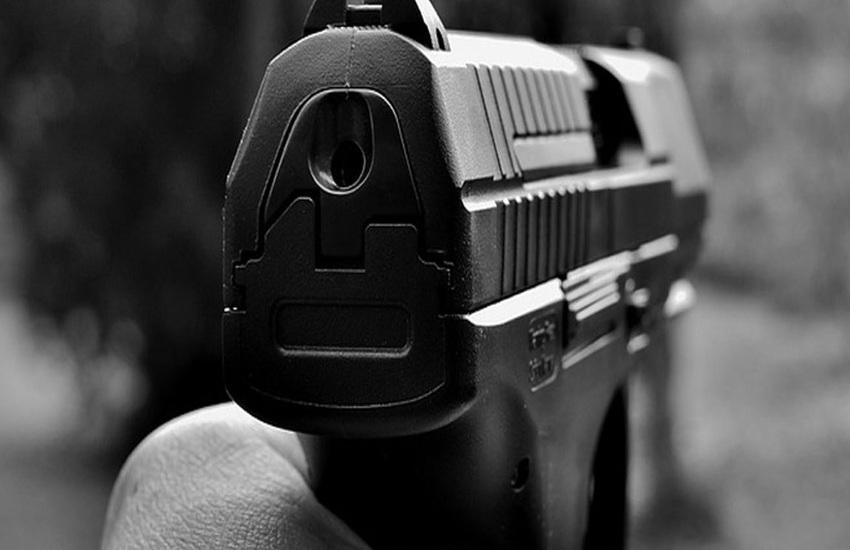Tragedia sfiorata a Casoria: reagisce ad una rapina, i ladri non esitano a sparargli contro