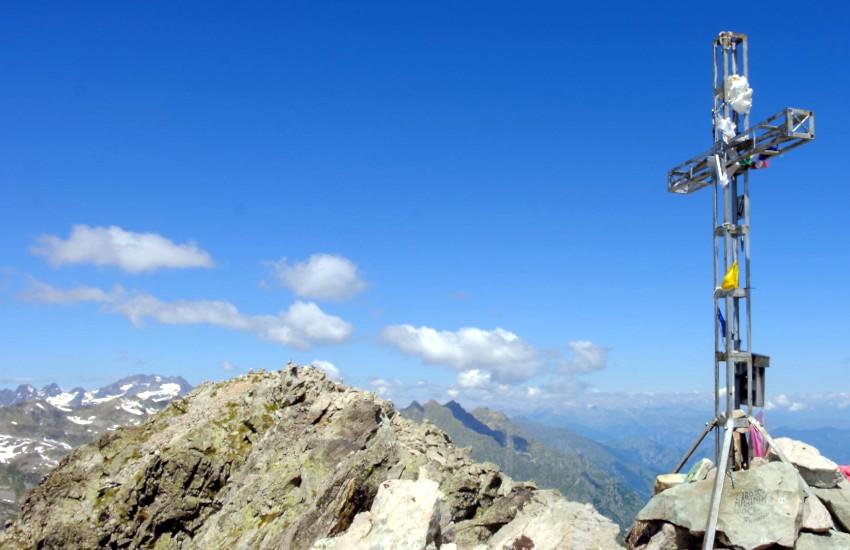 Ha un malore su Rocca dell'Abisso (CN): escursionista soccorso con l'eliambulanza