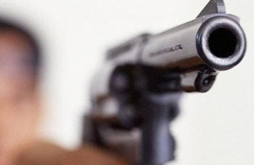 Messina: litiga con la compagna per gelosia e spara in aria davanti alla figlioletta. 40enne arrestato per porto e detenzione abusiva di arma comune da sparo e denunciato per minacce aggravate e sparo in luogo pubblico
