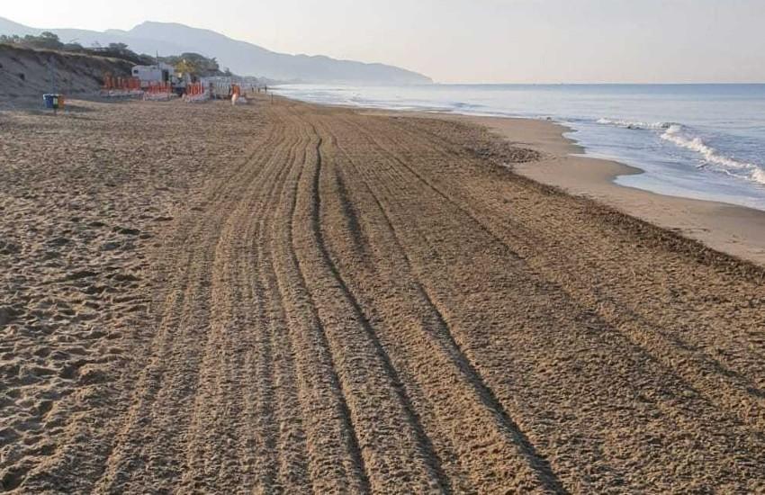 Fondi, coro di protesta contro la sanificazione del litorale, effettuata con insetticidi