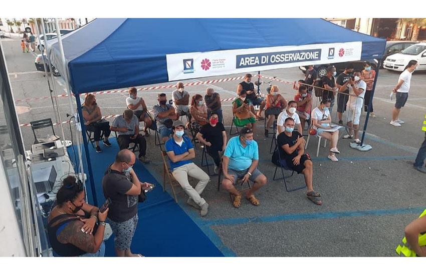 Vaccini in Tour: grande successo a Mondragone
