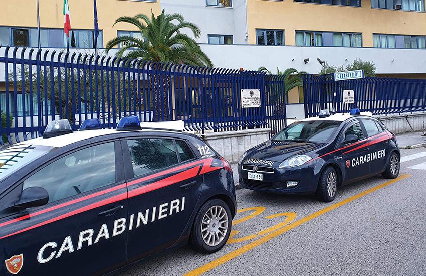 Avellino, in 3 su uno scooter tentano la fuga e aggrediscono i carabinieri