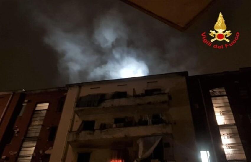 Milano: Palazzo in fiamme, nessun ferito
