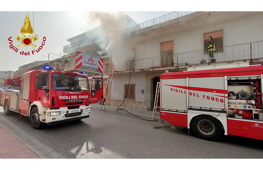 Marcianise, prende fuoco un appartamento in via Musone. Si indaga sulle cause