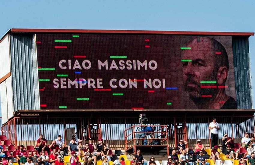 """Il tifo reggino omaggia Massimo Bandiera e al """"Granillo"""" sono brividi"""