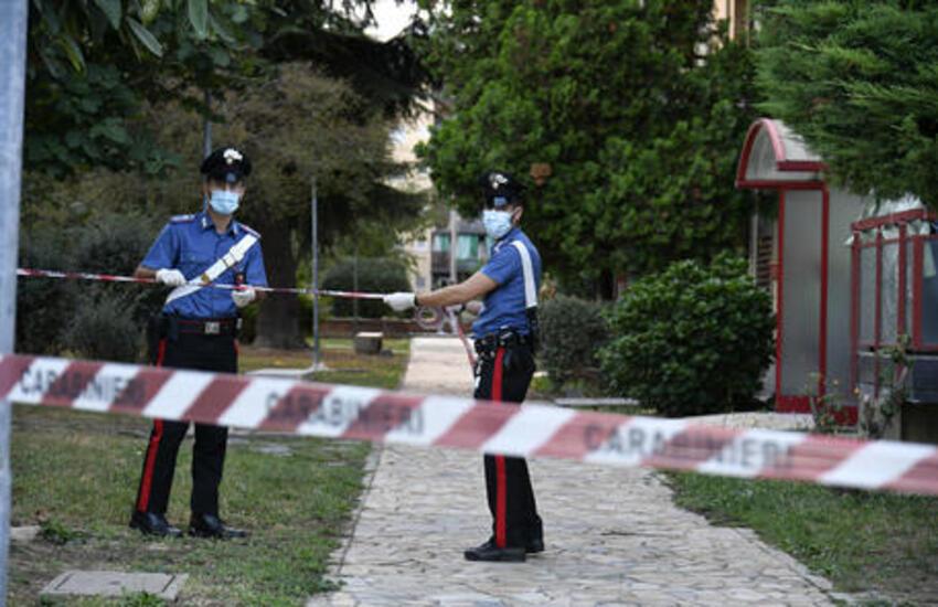 Milano: Accoltellato alla gola per gelosia, arrestato presunto omicida