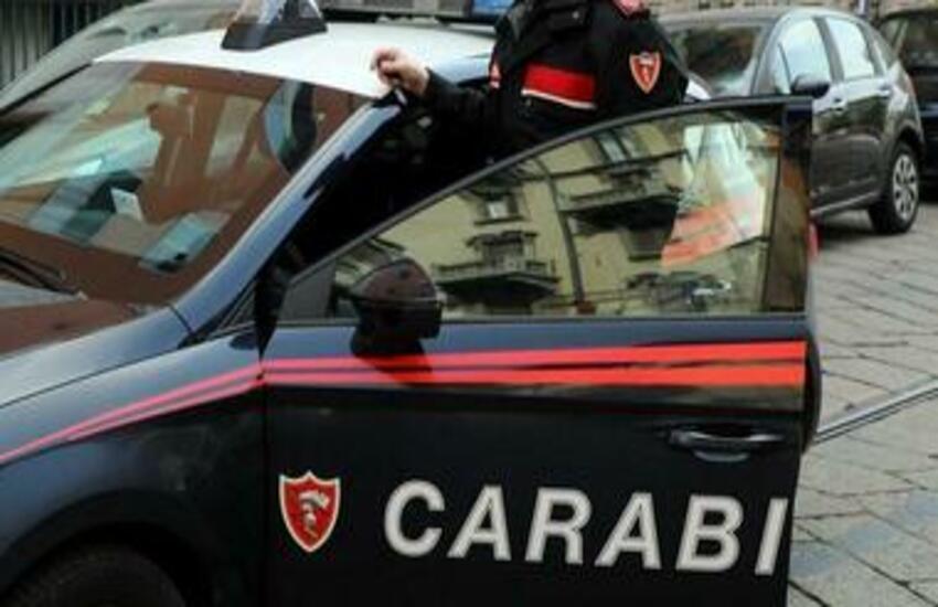 Vomero, scippano una collana ad una donna proprio davanti ai carabinieri