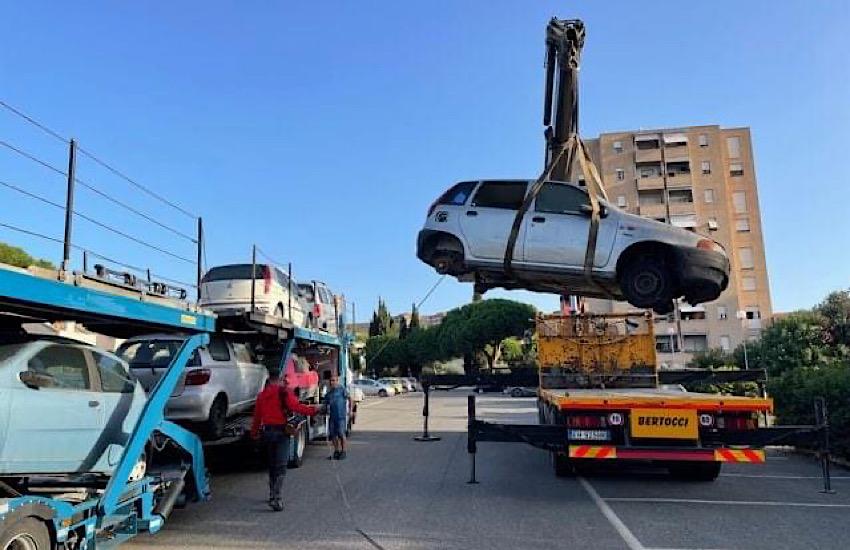 Infinity Car: rimosse sei auto da via De Nicola