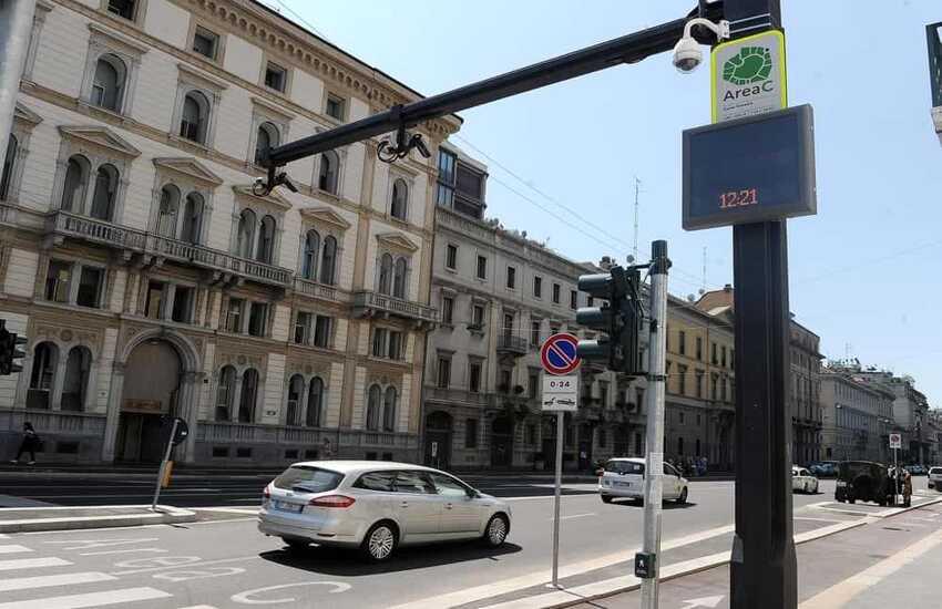 Milano: Auto, slittano i nuovi divieti per l'Area C