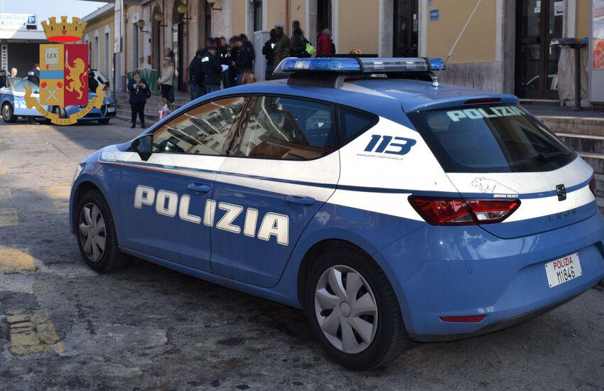 Milano: Si finge poliziotto e fa scappare spacciatore, un arresto e una denuncia