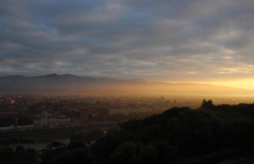 Meteo Firenze: nebbia al primo mattino